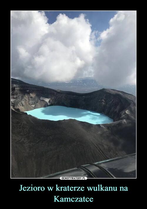 Jezioro w kraterze wulkanu na Kamczatce